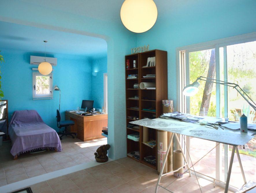Art studio – bedroom 2 ensuite